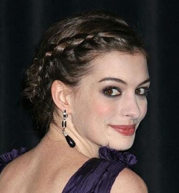 Anne Hathaway peinada con trenza