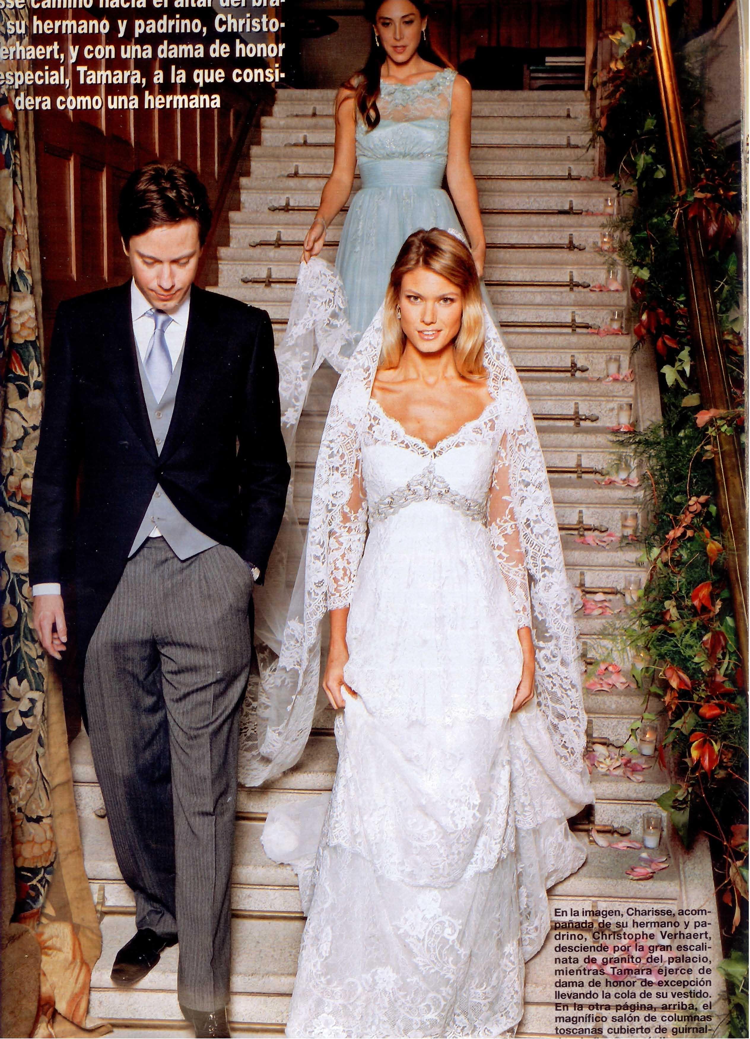 Charisse, acompañada de su hermano y padrino, Christophe Verhaert mientras Tamara Falcó ejerce de Dama de Honor
