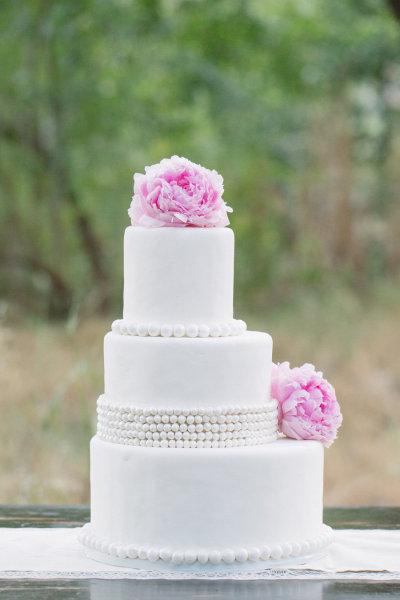Tarta Fondant Blanca, perlas y flores rosas
