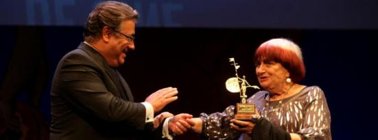 El Alcalde de Sevilla entrega el Giradillo de Honor a Agnès Varda
