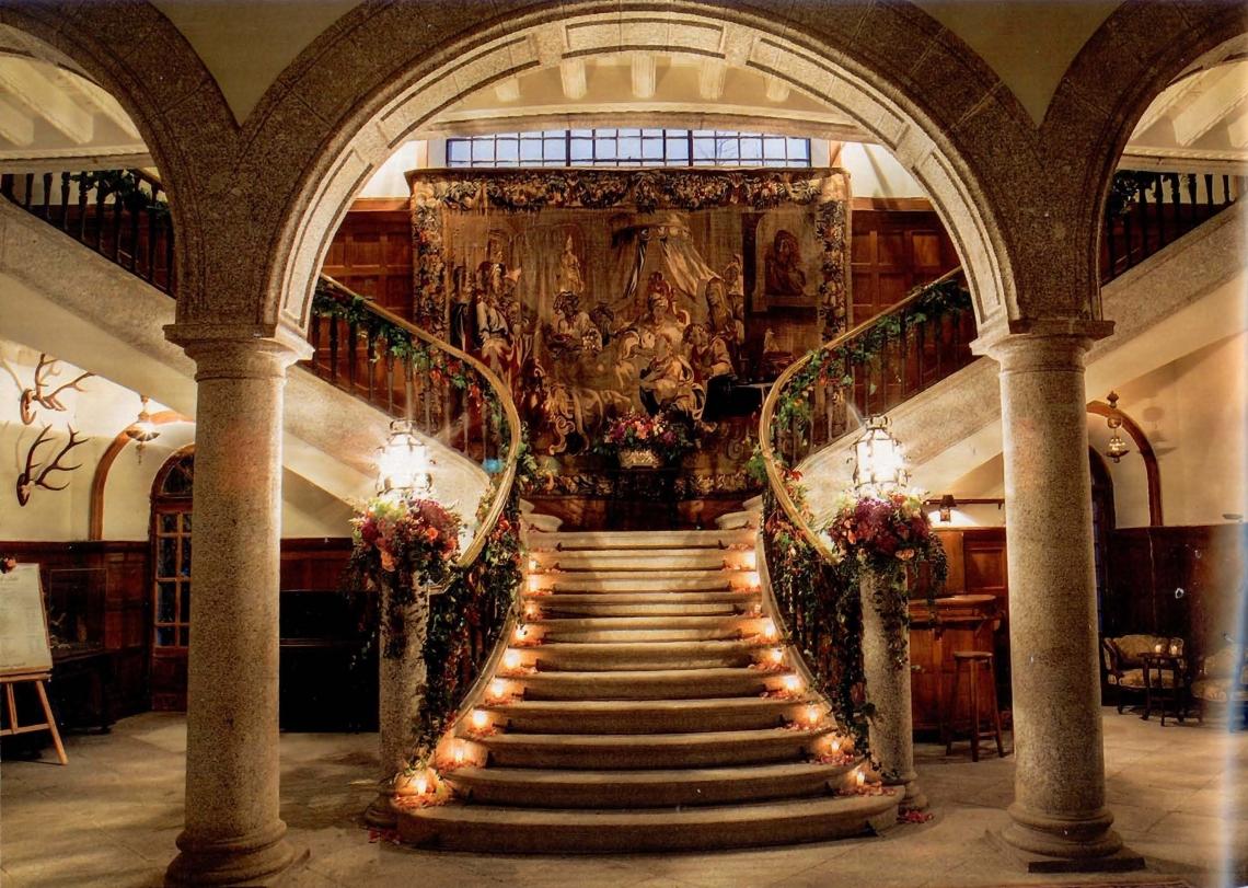 escaleras palacio en la boda de julio josé iglesias