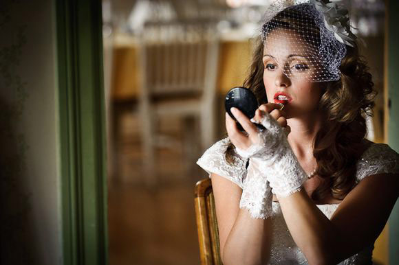 novia labios rojos