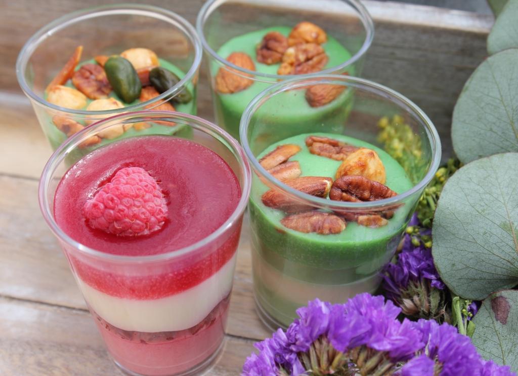 catering con adornos en lila