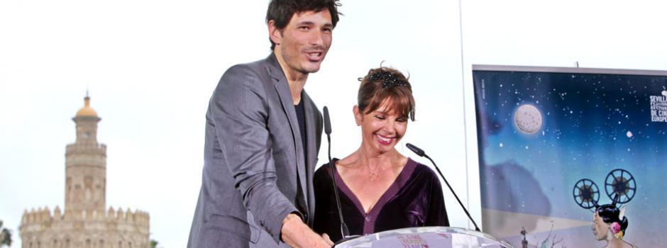 Lectura de las Nominaciones de la EFA (European Film Academy)-Andrés Velencoso y Victoria Abril