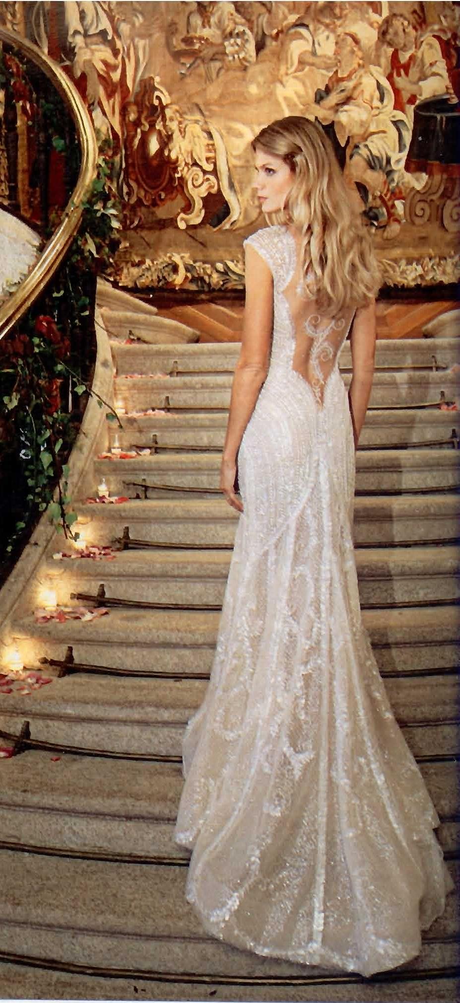 Espectacular el traje de fiesta de Pronovias elegido por Charisse para el baile ¡Nos gusta más este que el de novia!