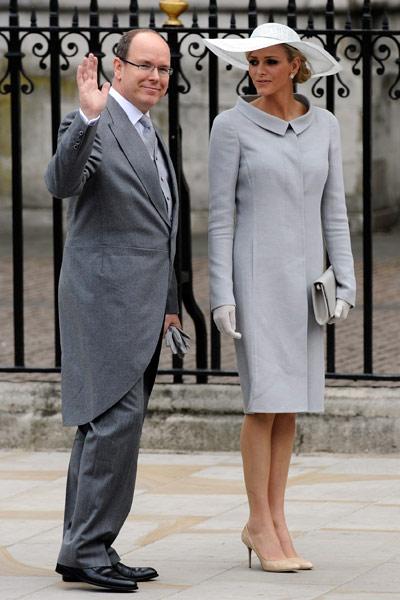 Alberto de Mónaco y Charlene Wittstock, de Armani Privé. La prometida del Príncipe de Mónaco con un look al más puro estilo Grace Kelly.