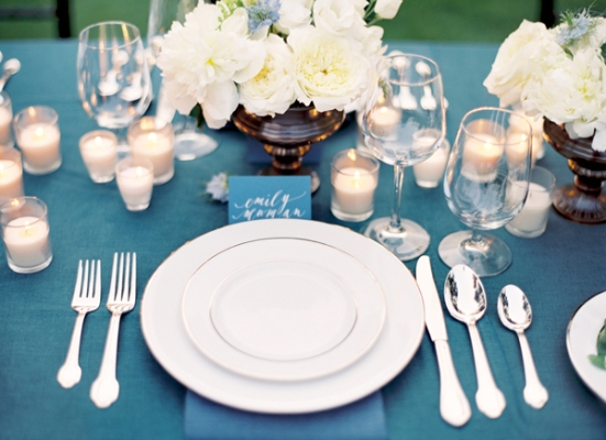 blue-white-tablescape-formal-classic-wedding