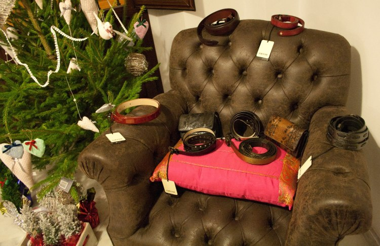 El mobiliario expuesto y a la venta son cortesía de DMediterránea, Muebles Rústicos y Victoria Abbad, decoración