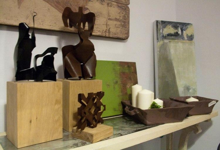 Objetos de arte y de decoración se mezclan creando un ambiente único y acogedor