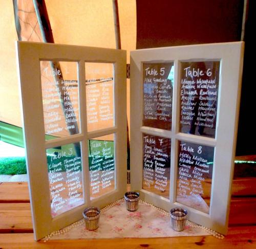 marco_ventana_pizarra_DIY_mesas_invitados_boda