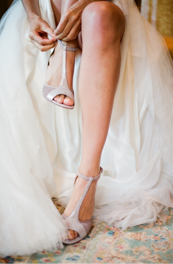 elegant-virginia-outdoor-wedding-shoes-getting-ready-bride