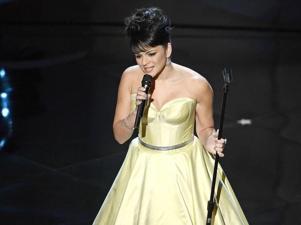 La cantante estadounidense Norah Jones realizó una magistral interpretación del tema central de la película TED 'Every Body Needs a Best Friend', la cual resultó nominada dentro de la categoría Mejor Canción Orginal.
