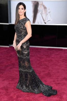 Sandra Bullock con un vestido de Elie Saab a su llegada a la alfombra roja de los Oscar 2013
