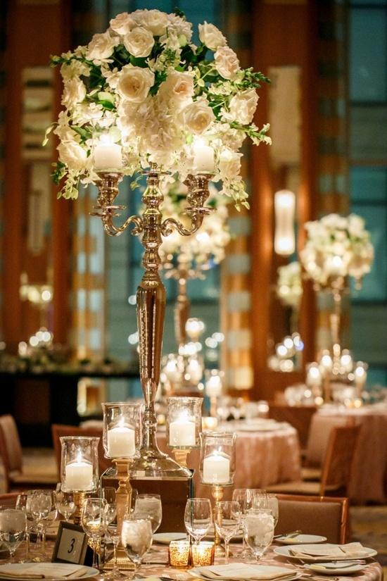 Otro día os hablaremos de la iluminación con velas en bodas de noche, nos  encanta la decoración con muchísimas velas.