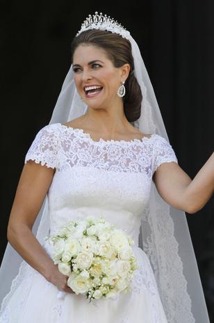 Al igual que su hermana, Madgalena no paró de sonreír y de saludar tras la ceremonia religiosa.