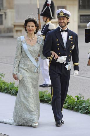 Carlos Felipe y su novia no se han dejado ver juntos en púlbico ni una sola vez durante toda la boda. La joven llegó con el primer ministro y él, con su madre.