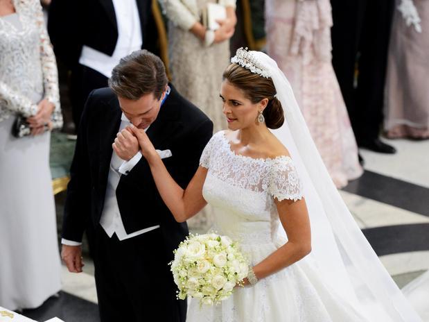 Chris O'Neill se mostró mucho más emocionado que la propia novia. Cuando llegó al altar le besó la mano y casi no podía contener las lágrimas.
