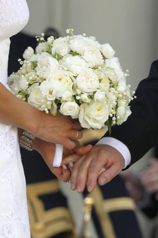 El ramo de Magdalena de Suecia ha sido un precioso bouquet con rosas blancas.