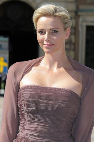 La princesa Charlene de Mónaco ha sido de las pocas princesas que no ha querido lucir ni tiara, ni tampoco joyas.