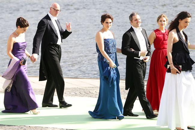 Los invitados llegan al barco