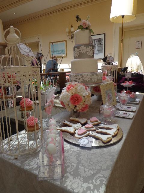 Pop-Up-Store_-Una-mesa-de-golosinas-para-una-boda