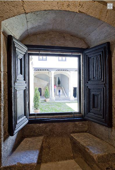 ventana al claustro