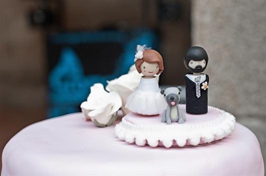 ¡LOVE IT! los cake topper personalizados, como este de @ElSofáAmarillo