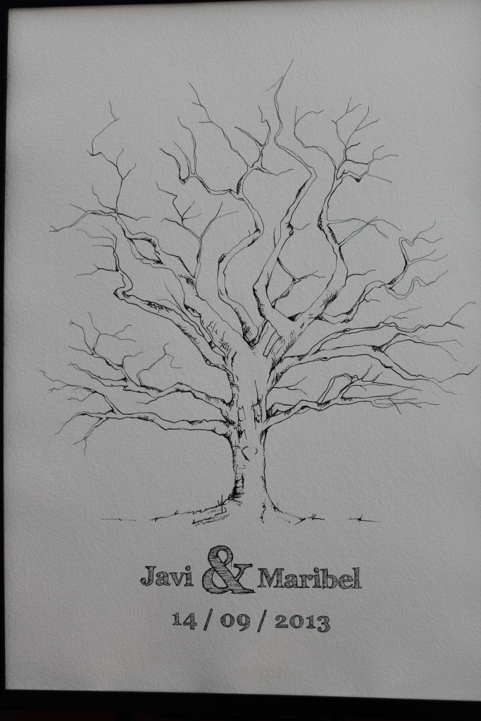 El árbol de las huellas. Quedó precioso al final de la celebración, todos los invitados plasmaron con tinta sus huellas dactilares en él. Un recuerdo para toda la vida