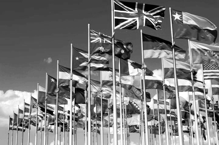 Cómo se ordenan las banderas según su sitio – Protocolo Oficial