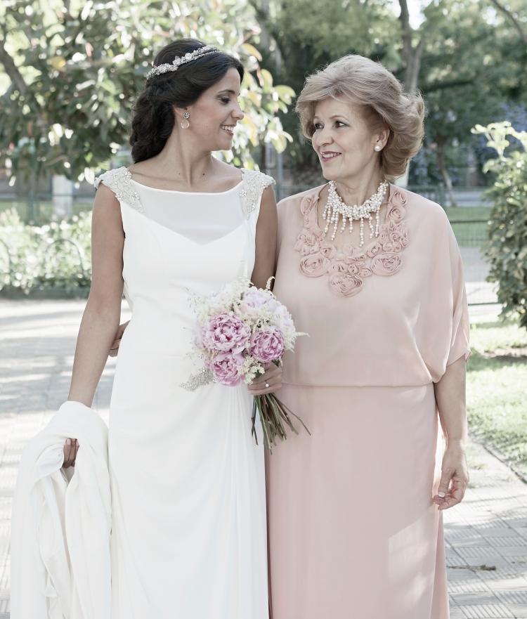 madre e hija en boda