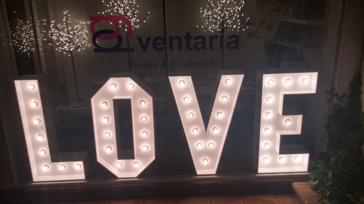Letras para alquilar en bodas sevilla con luces