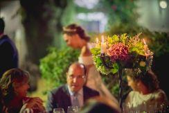 Centro de mesa con hortensias y velas
