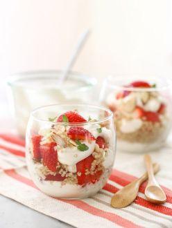 Cereales, yogurt y fresas