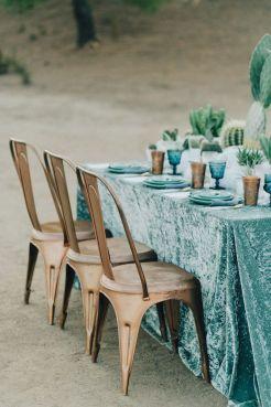 mesa-boda-con-mantel-terciopelo